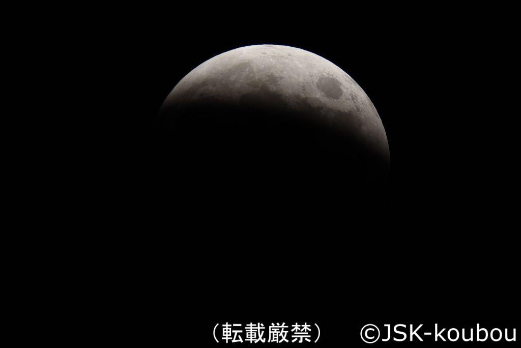 ほとんど月が隠れた月食