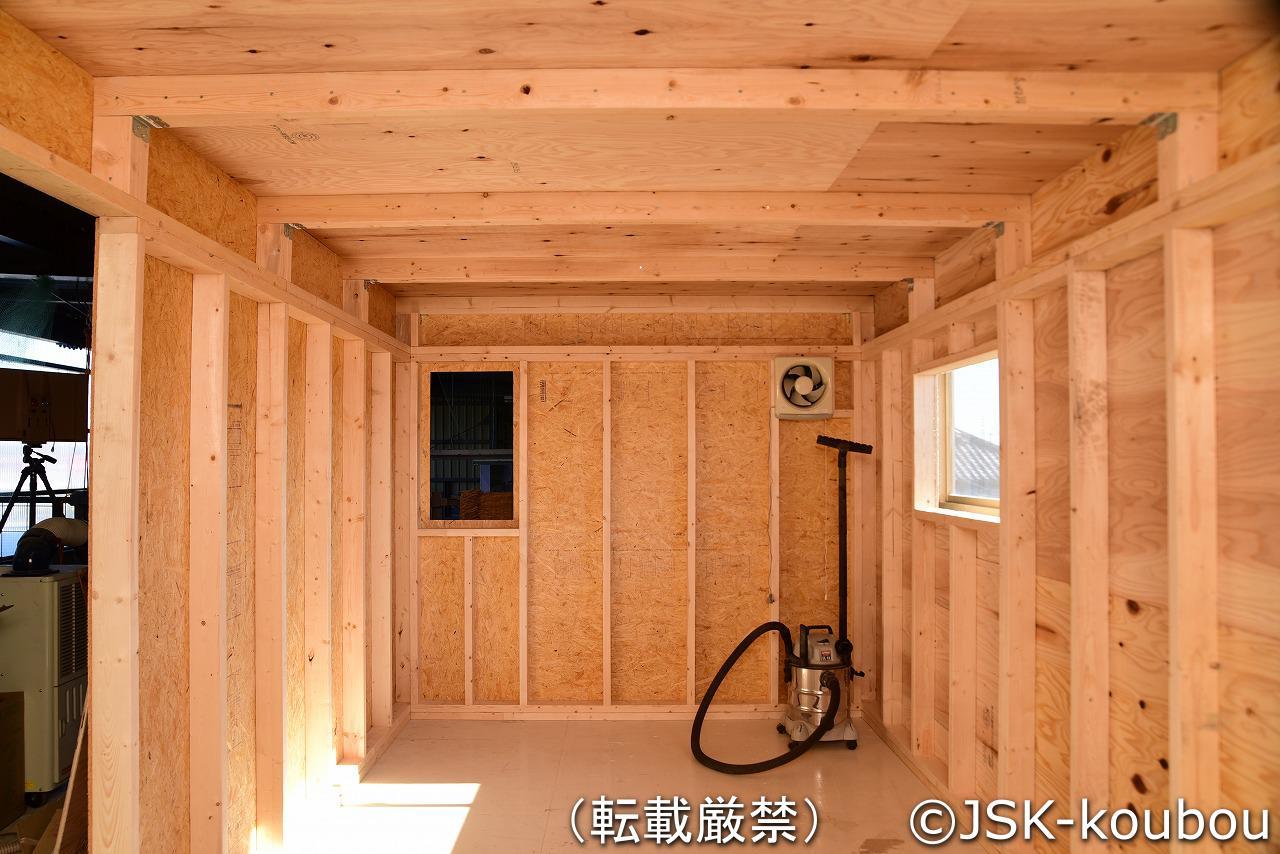 なんちゃって小屋作り 其の3 壁と天井の施工 自作工房